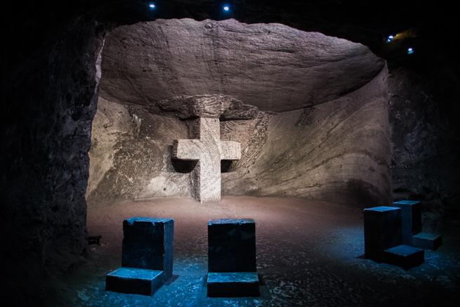 コロンビア・シパキラの塩の教会の十字架