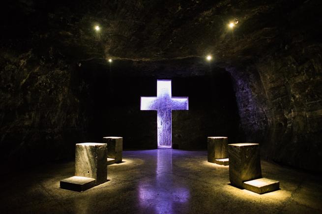 コロンビア・シパキラの塩の教会の十字架と礼拝所