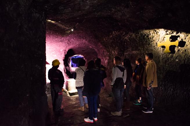コロンビア・シパキラの塩の教会の観光客