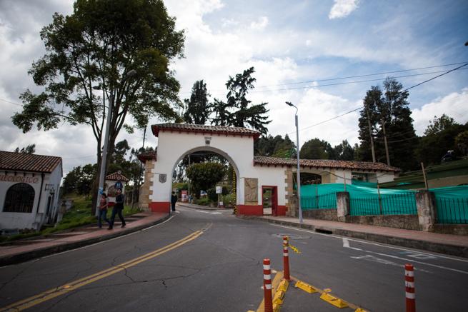 コロンビア・シパキラの塩の教会へ続く道