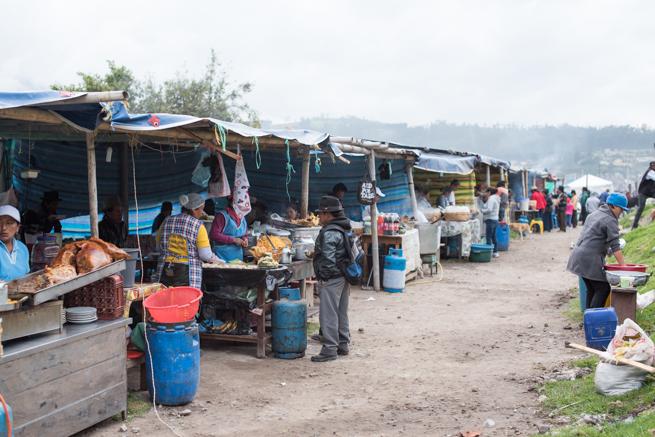 エクアドルのオタバロの動物市の食事処