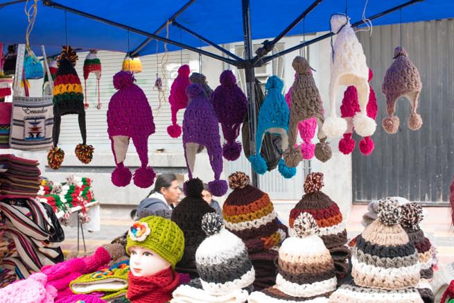 エクアドルのオタバロの民芸品市場のお土産