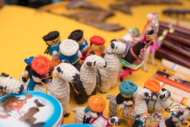 エクアドルのオタバロの民芸品市のお土産
