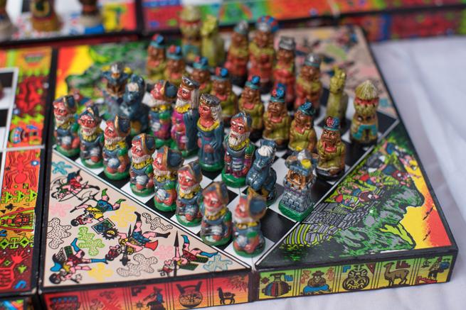 エクアドルのオタバロの民芸品市のチェス