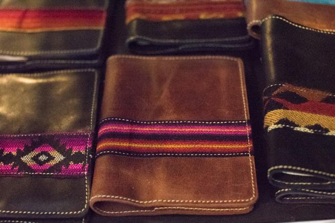 エクアドルのオタバロの皮製品