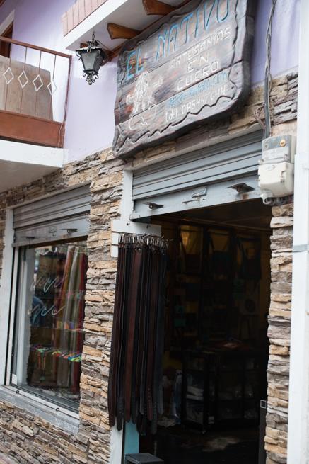 エクアドルのオタバロの皮製品屋さん