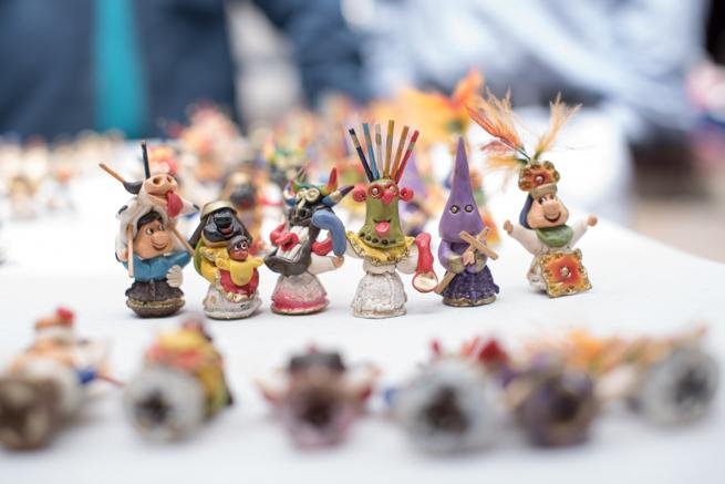エクアドルのオタバロの民芸品市のキリストグッズ