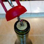 ワインのコルクがボロボロであかない時にスプーンだけで開ける方法