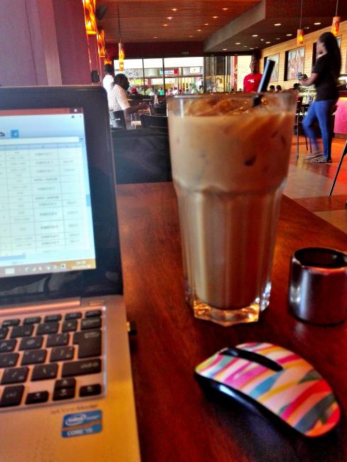 ナイロビJAVA HOUSEの巨大アイスコーヒー