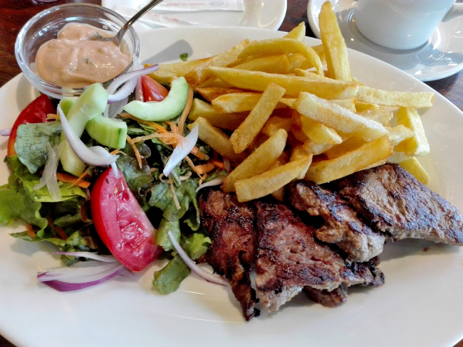 ナイロビJAVA HOUSEのステーキ