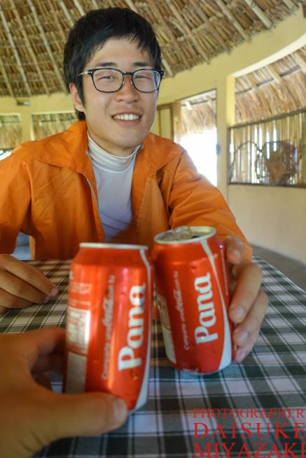 冷えたコカ・コーラで乾杯