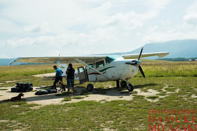 カナイマ国立公園の小型飛行機