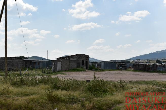 マサイマラ国立公園の道端の集落