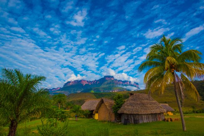 カバック村から見たアウヤンテプイ