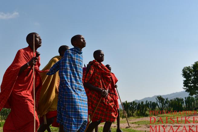 マサイ族の男性の歌と踊り