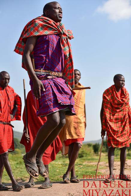 マサイ族の男性のジャンプ