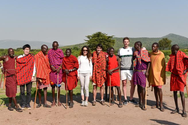 ケニアでマサイ族の村観光ツアー体験!マサイマラサファリのライオンや野生動物の写真