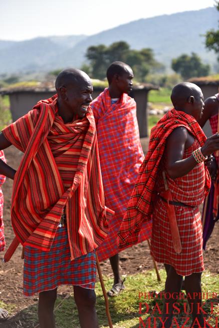 お洒落な赤い布を巻くマサイ族