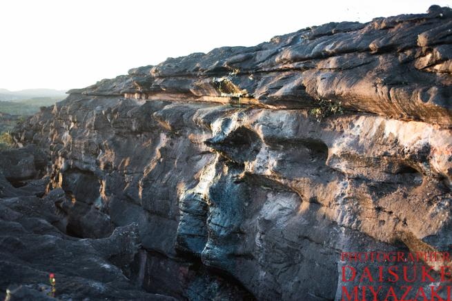 アウヤンテプイの頂上の岩盤