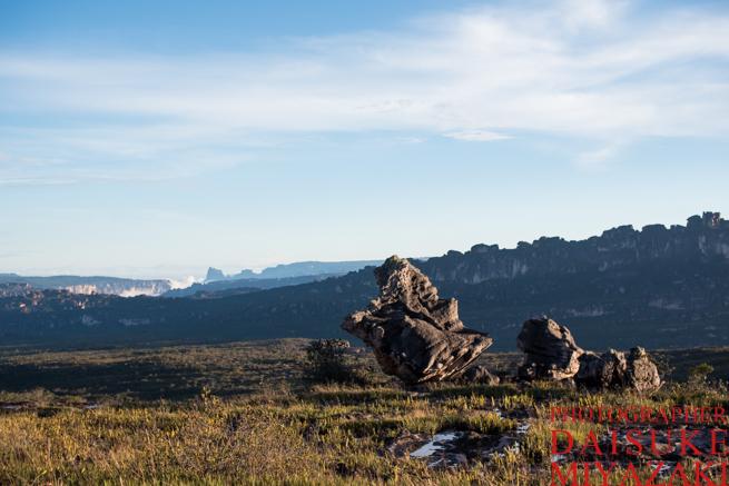 アウヤンテプイの頂上にある巨石