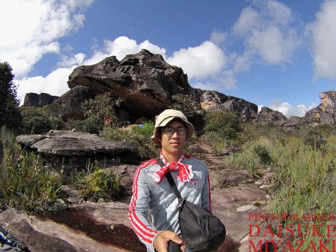 アウヤンテプイの頂上で自撮り