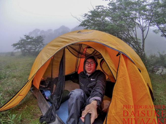 アウヤンテプイトレッキングで使っていたテントで自撮り