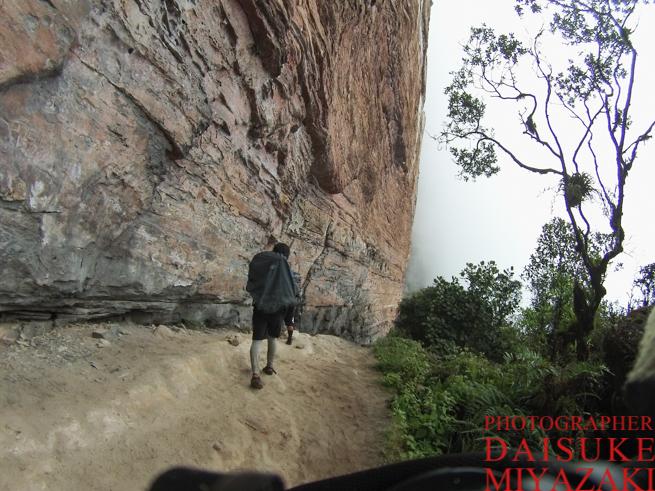 アウヤンテプイの断崖絶壁
