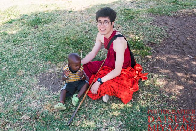マサイ族の子供と私