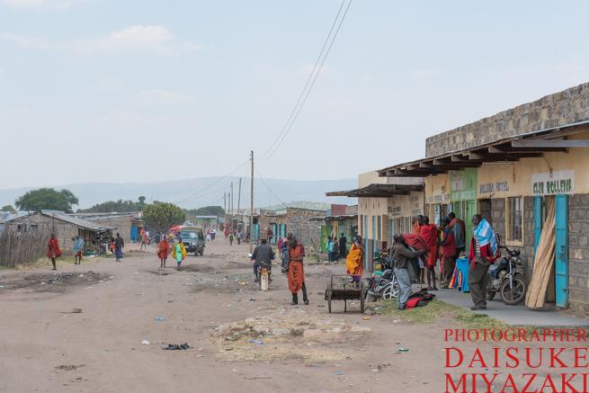 マサイ族の村の近くにある町