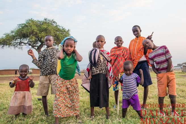 マサイ村の少年少女