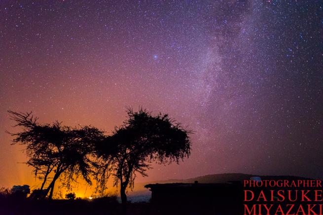マサイ族の村の木と星空
