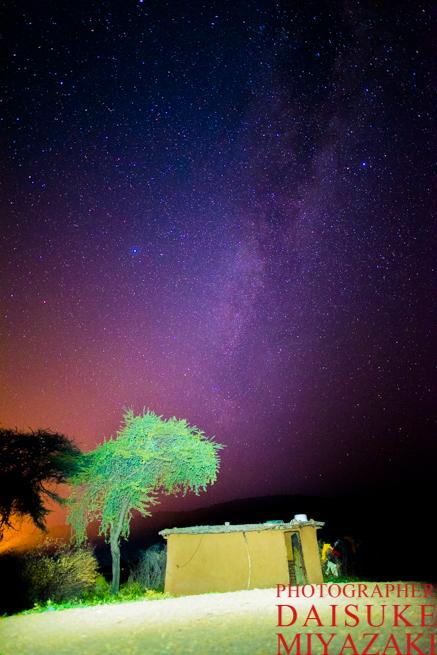 マサイ族の家と星空