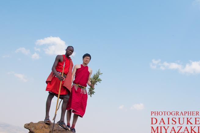 マサイ族とツーショット写真