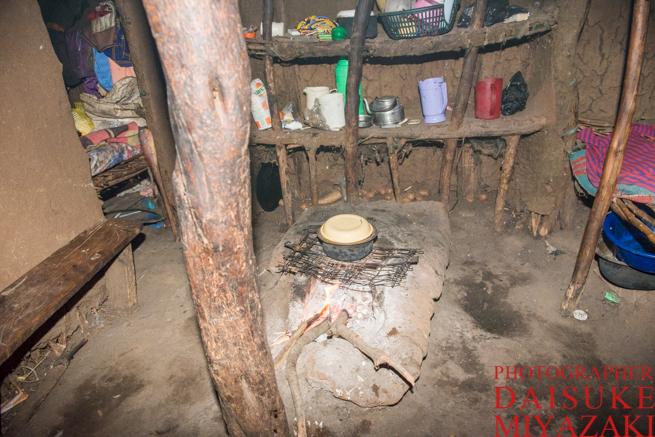 マサイ族の家のリビングキッチン