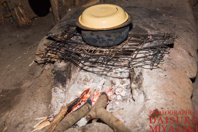 マサイ族の家のカマド