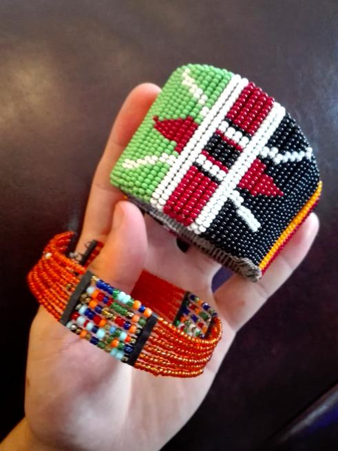 マサイ族の女性が作ったアクセサリー