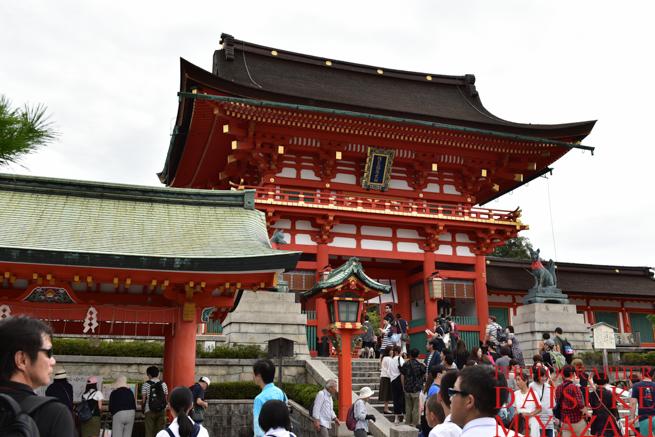 京都の神社の門