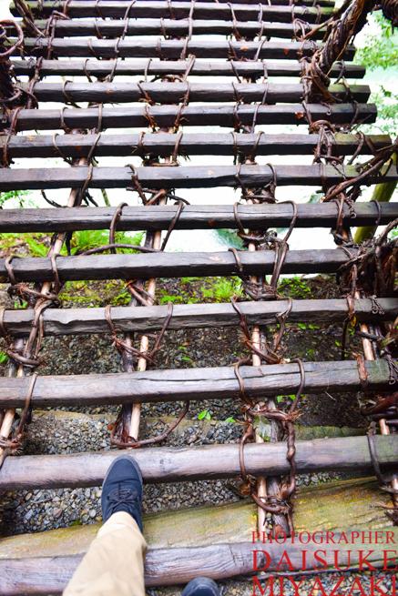 かずら橋は足元が不安定