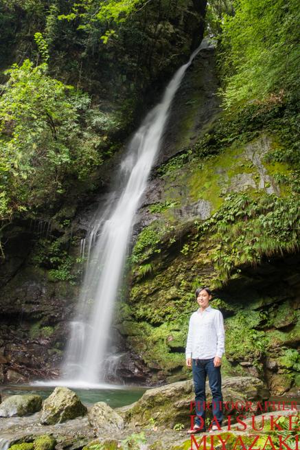 琵琶の滝で記念撮影