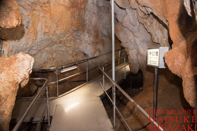 鍾乳洞の通路