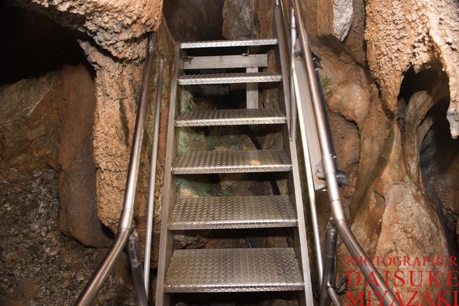 鍾乳洞の階段