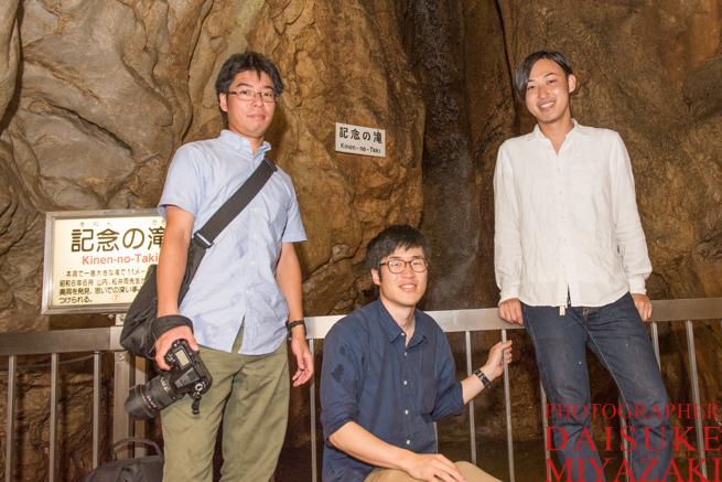 鍾乳洞で記念撮影