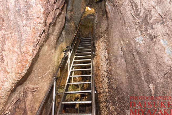 龍河洞の長い登り階段