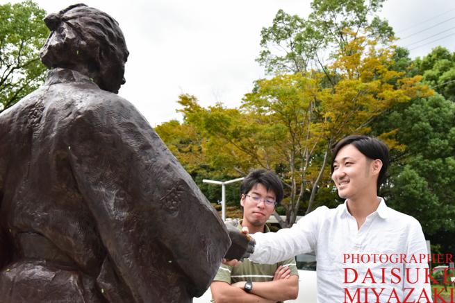 坂本龍馬と握手