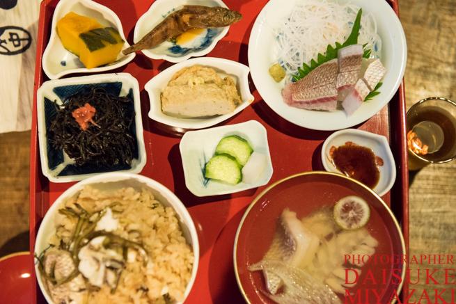 鯛飯膳を上から撮影