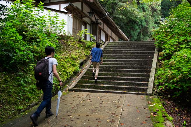 こんぴらさんの階段を登る