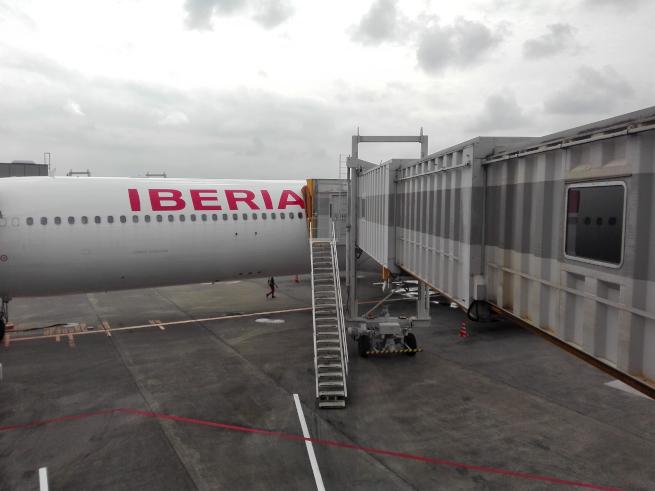 iberia飛行機の機内へ入る