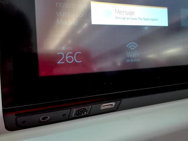 イベリア航空の液晶画面と充電
