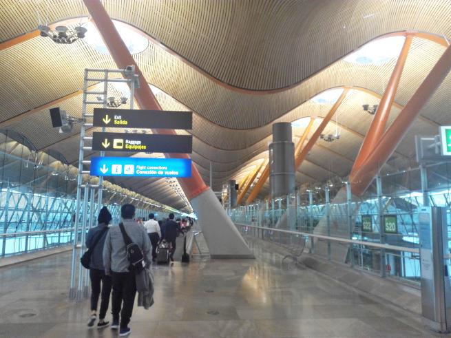 マドリード・バラハス空港の到着ゲート