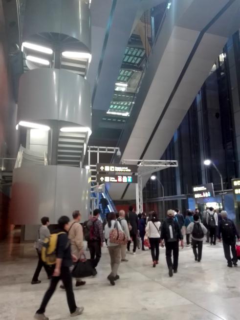 マドリード空港の第四ターミナルに到着